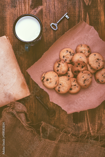 Fototapety, obrazy: Homemade chocolate chip cookies and milk cup