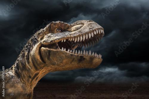 Naklejka premium Tyrannosaurus rex w burzy