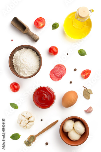 Fotografía pizza ingredients isolated on white