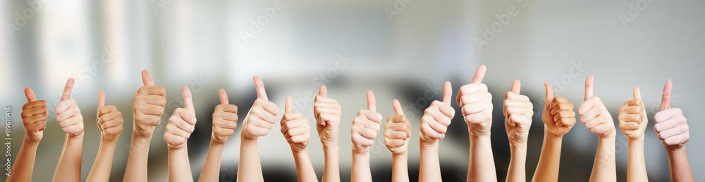 Fototapeta Hände mit Thumbs up Zeichen