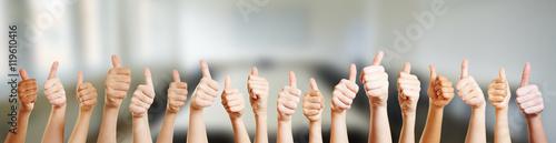 Fototapeta Hände mit Thumbs up Zeichen obraz