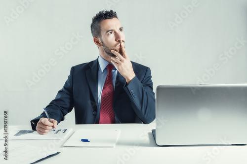 Fotografie, Obraz  uomo in ufficio
