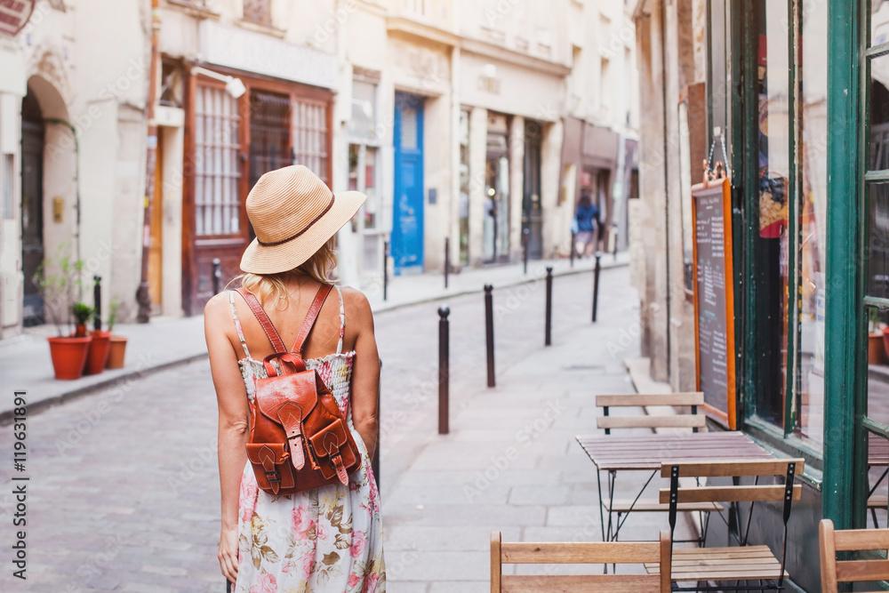 Fototapety, obrazy: woman tourist on the street, summer fashion style, travel to Europe