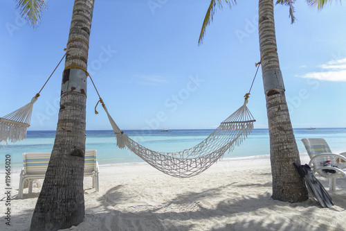 Photo  Hammock on Tropical Paradise Beach, With White Sand and Turquoise Sea - Panglao,
