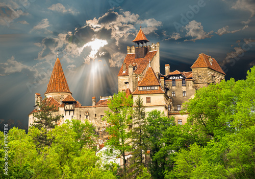 Poster de jardin Chateau Famous medieval castle of Bran in Brasov region, against the cloudy sky before the storm background, in Eastern Europe, Romania