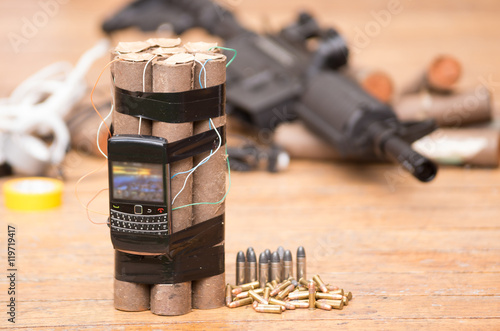 Fotografía  Homemade bomb with explosives and cellular phone attached wires sitting next to