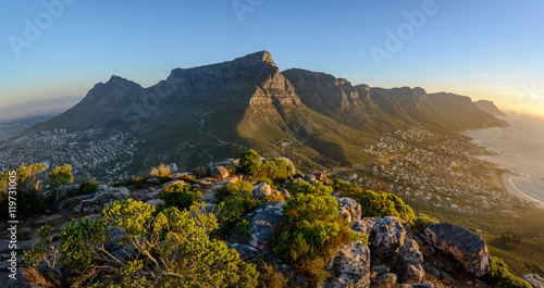 Photo Stands Africa View of Table Mountain and 12 Apostles from Lion's Head. Cape Town. Western Cape. South Africa