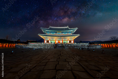 Photo sur Aluminium Seoul Gyeongbokgung palace at night in Seoul, South Korea