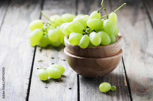 Fotografia, Obraz  White grape on the wooden table
