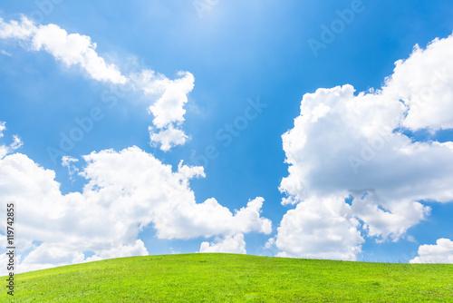 Spoed Foto op Canvas Natuur 青空と緑の丘