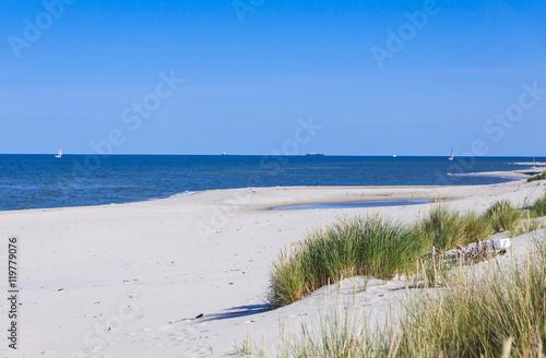 piaszczysta-plaza-na-polwyspie-helskim-morze-baltyckie