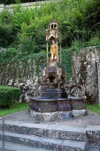 Foto op Aluminium Fontaine Fontaine Saint Roch à Lestelle Bétharram