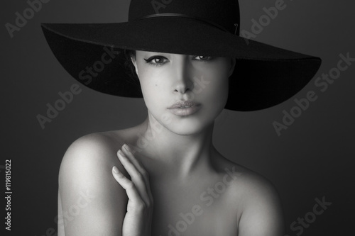 Fototapety, obrazy: woman with black hat