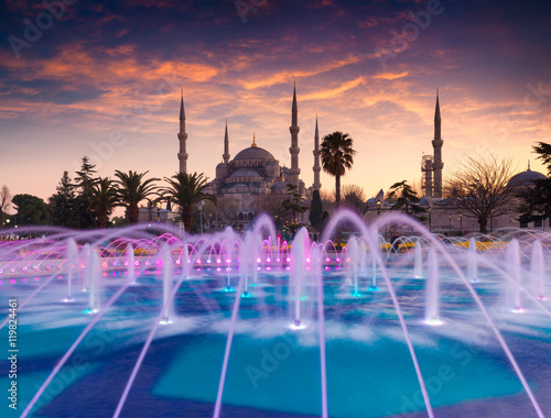 Plakat Kolorowy wiosna zmierzch w sułtanu Ahmet parku w Istanbuł, Turcja,