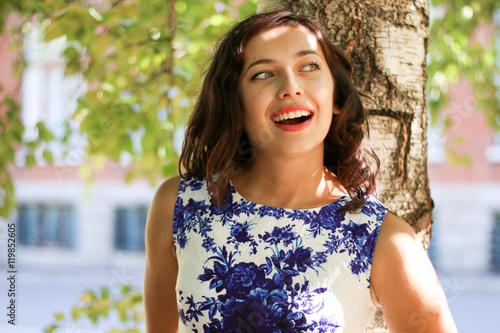 Fotografie, Obraz  wonders girl posing by the tree