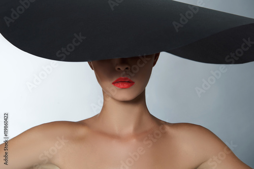 Fototapety, obrazy: fashion beautiful woman in big hat