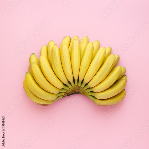 Fotografie, Obraz  Top view of ripe bananas on a bright pink background