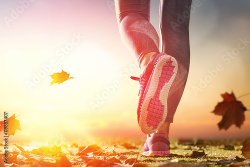 Stickers pour porte Jogging athlete's foots close-up