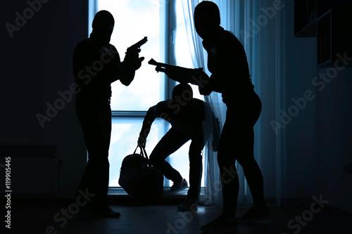 Armed thieves entering a house Fototapeta