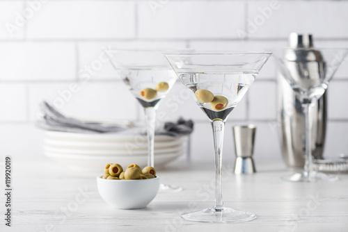 Pinturas sobre lienzo  Fresh home made vodka martini cocktails