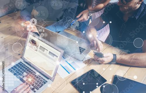 Fotografía  Businessman Working Global Strategy Virtual Icon