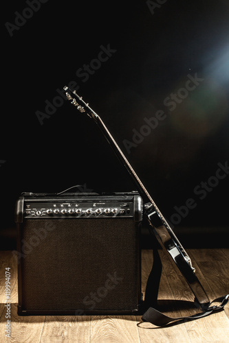 Cuadros en Lienzo electric guitar and classic amplifier on a dark background