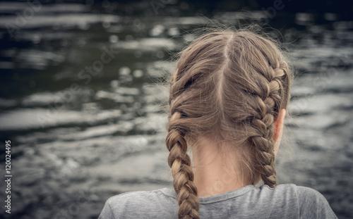 Fotografia, Obraz  Девочка на берегу реки