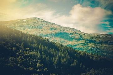 Panel Szklany Podświetlane Góry Norwegian Mountain Landscape