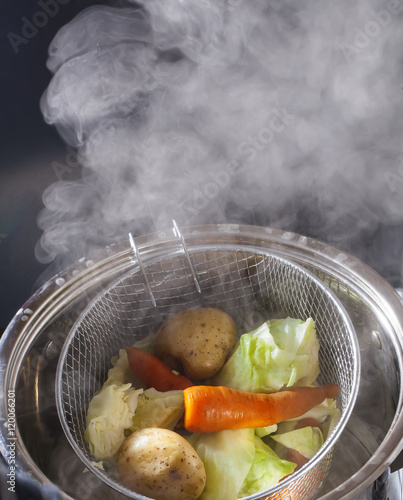 Poster Cuisine cooking vegetables steamed in a pot