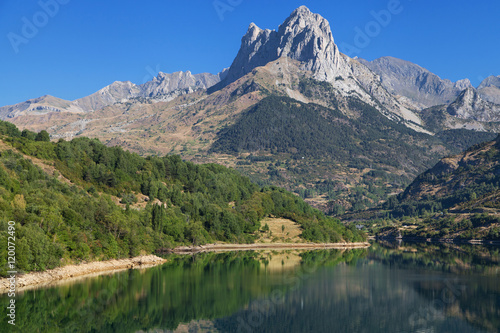 Photo sur Aluminium Reflexion Tena Valley