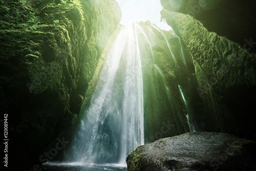 Montage in der Fensternische Wasserfalle Gljufrabui waterfalls inside a cave, Iceland