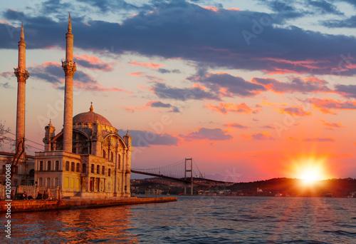 Fotografia  Ortakoy mosque, istanbul Turkey