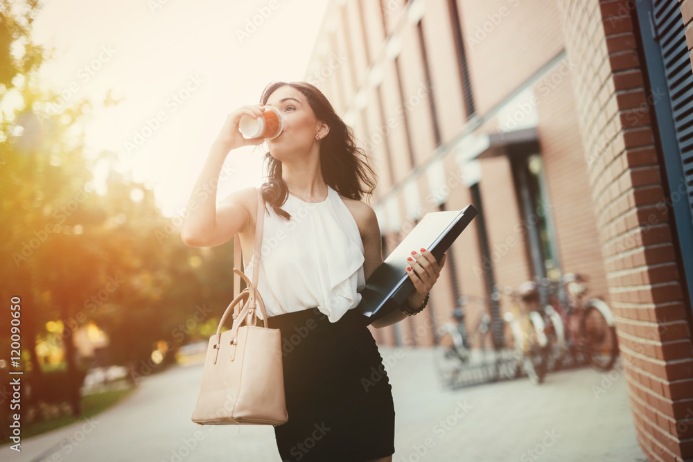 Fototapety, obrazy: Businesswoman in a rush