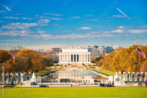 Fotografia  Lincoln memorial and pool in Washington DC, USA