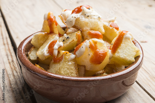 Valokuva Patatas bravas typical spanish
