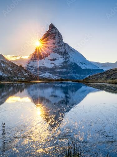 riffelsee-i-matterhorn-w-szwajcarskich-alps