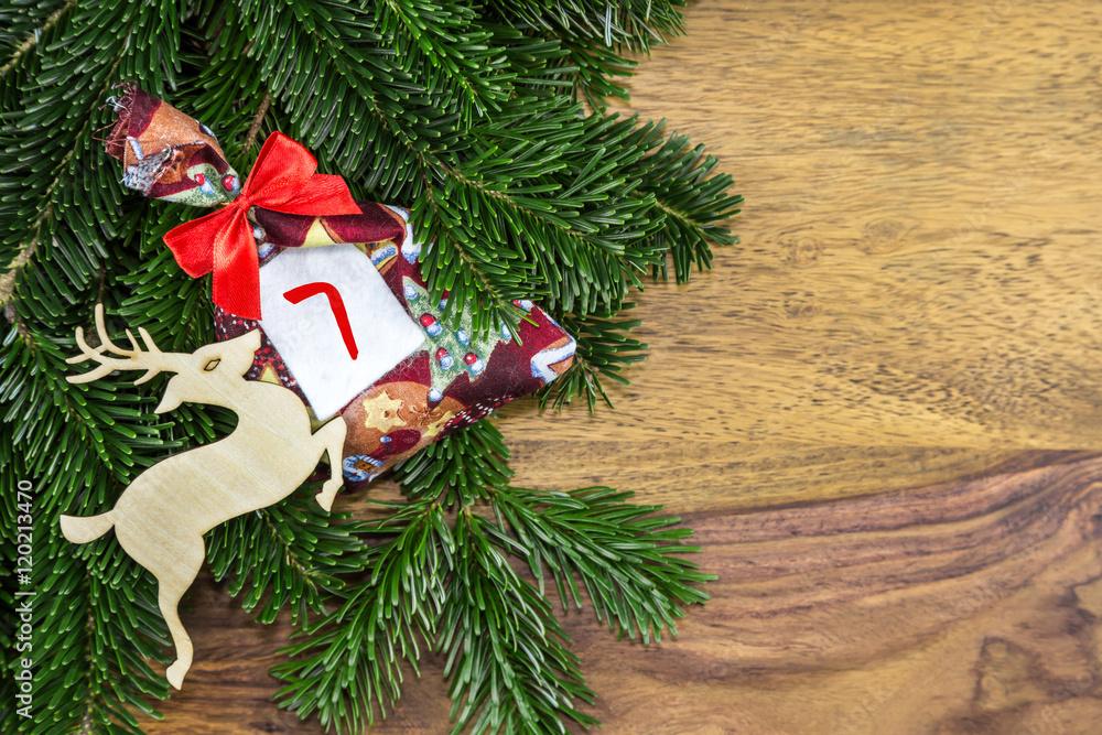 Kleiner Weihnachtskalender.Photo Die Zahl Sieben Steht Auf Einem Kleinen Säckchen Von Einem Weihnachtskalender