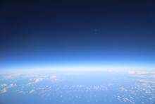 空と宇宙の境界