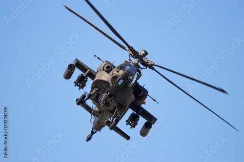 Foto Front view of a flying attack helicopter