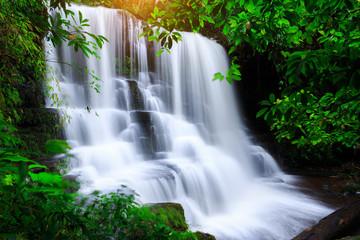 Panel Szklany Wodospad Mun Daeng Waterfall, the beautiful waterfall in deep forest during rainy season at Phu Hin Rong Kla National Park in Thailand