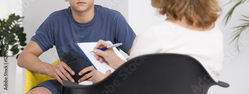 Obraz Teenager during the psychotherapy session - fototapety do salonu
