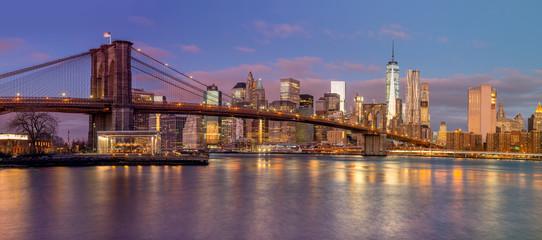Fototapeta na wymiar Panorama of Brooklyn Bridge and Manhattan skyscrapers at sunrise