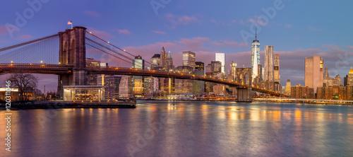 Vászonkép Panorama of Brooklyn Bridge and Manhattan skyscrapers at sunrise