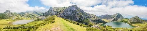 Lago de Enol  und Lago de la Ercina Bergsee im Parque Nacional de los Picos de Europa (Picos d'Europa) Asturies (Asturien, Asturias) Spanien (España) #120313895