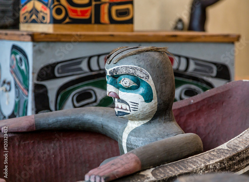 Photo  Sculpture of Totem in Inuit Canoe