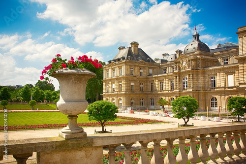 Cadres-photo bureau Paris View on Luxembourg Palace in Luxembourg Gardens in Paris