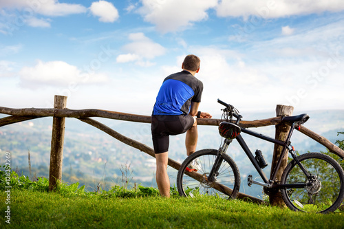 Poster Ontspanning Young cyclists relaxing