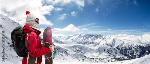 Spoed Foto op Canvas Wintersporten Girl standing with snowboard