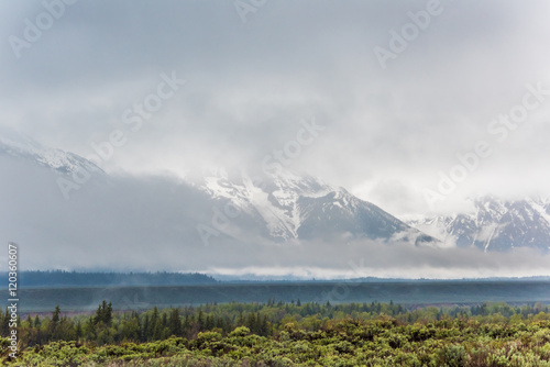 Photo  Grand Teton mountains covered with fog and dark storm clouds