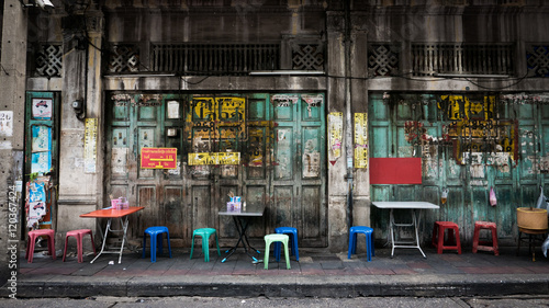Photo Classic door in Yaowarat road,Bangkok capital city,Thailand.